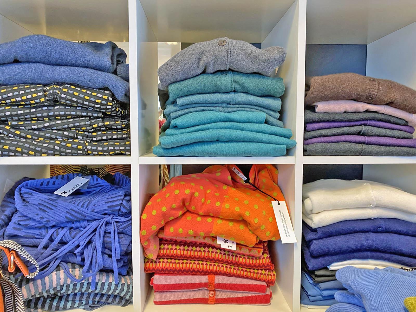 Fra Fabiola-butikken selger Siv-Janne dameklær til kunder over hele landet.